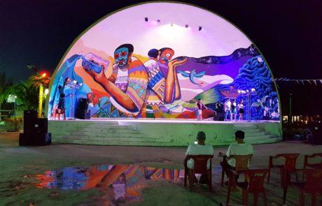 Straßenkunst und Streetart am Hauptplatz der Isla Holbox in Mexiko