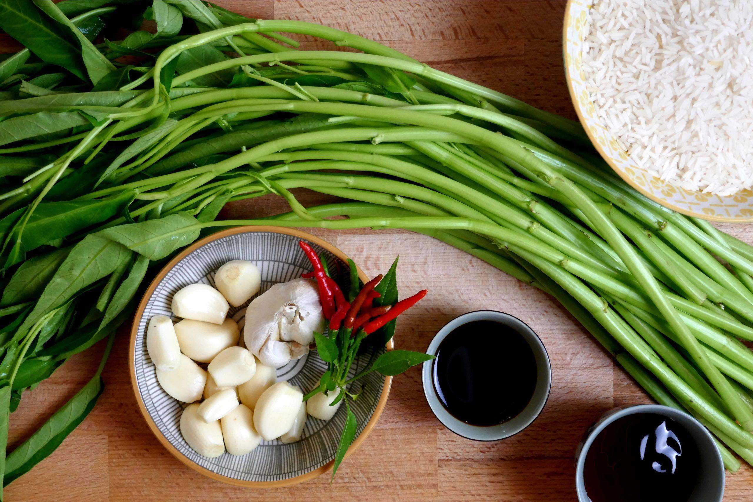 Zutaten Fried Morning Glory, Wasserspinat, frischer Knoblauch, Thaichilis, Sojasauce, Mushroomsauce
