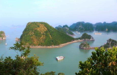 Bild vom Aussichtspunkt aus gesehen von Dao Ti Top, Ti Top Islang in der Ha-Long-Bucht in Vietnam