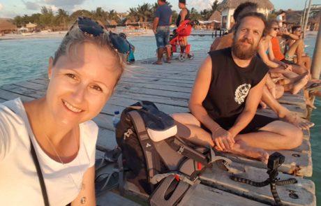 Silvia und Alex am Steg des Playa Holbox in Mexiko