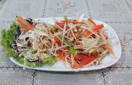 Veganer Papaya Salat Som Tam in Thailand