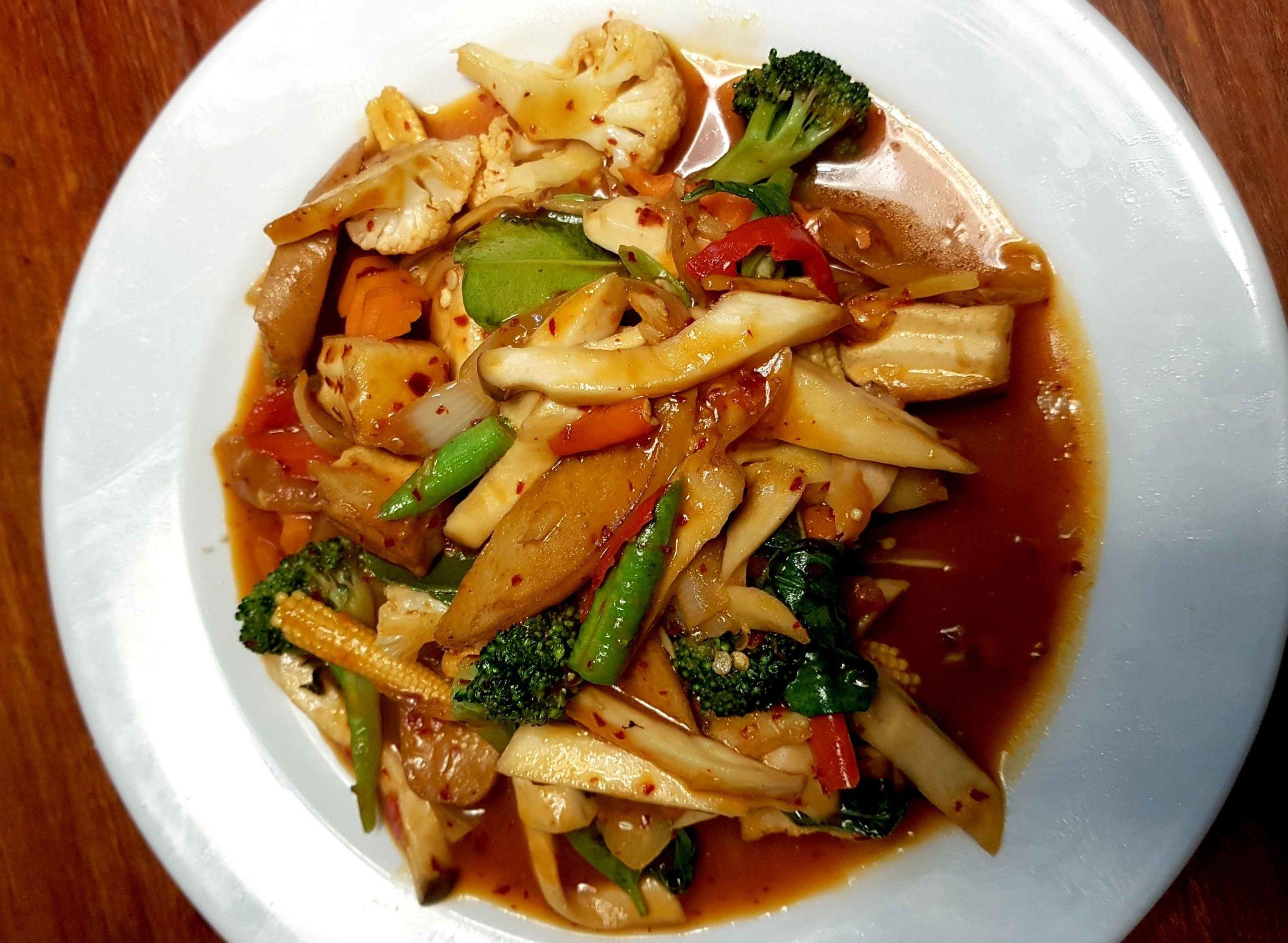 Spicy Stir Fry mit buntem Gemüse