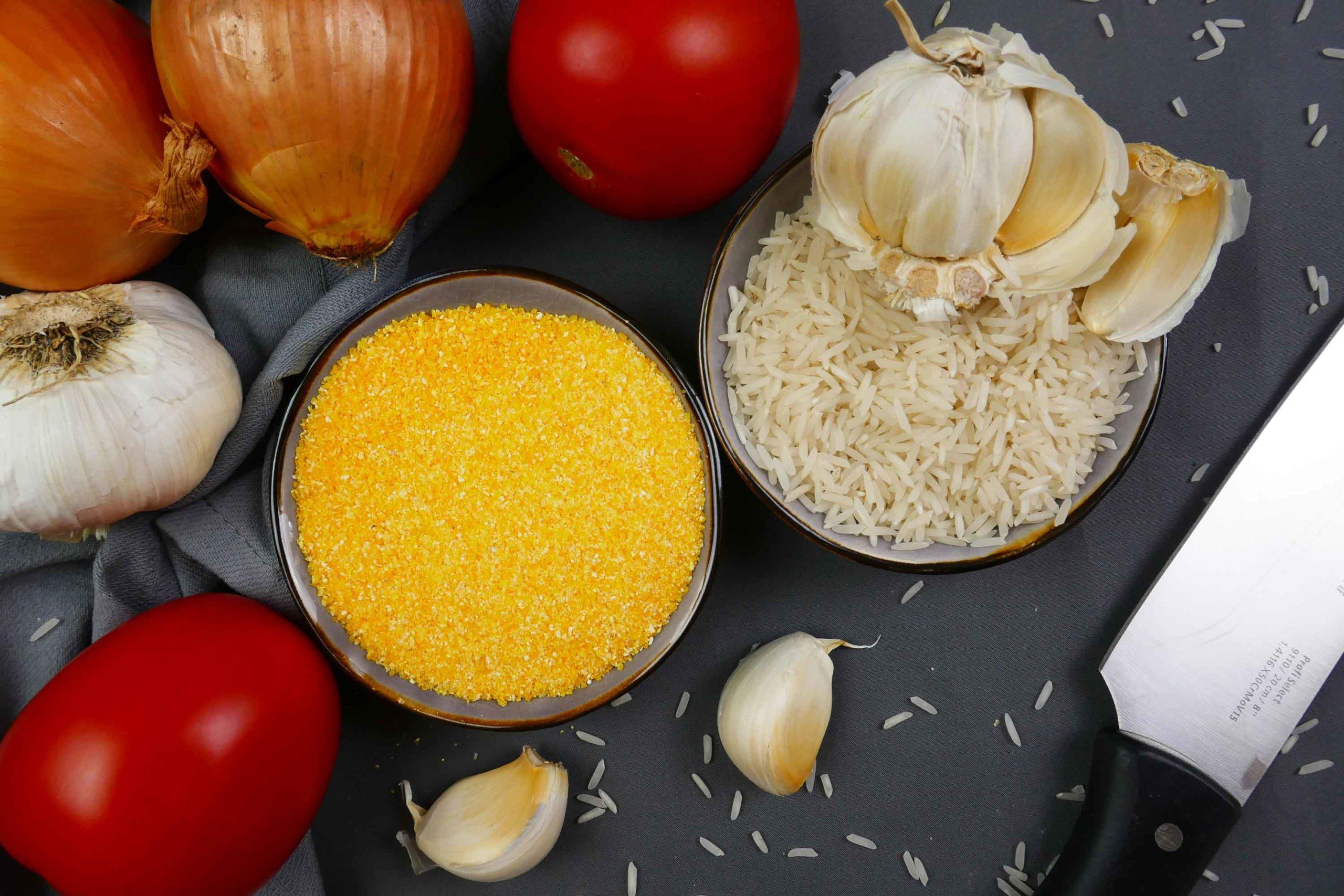 Zutaten Polentaschnitte, Tomaten, Knoblauch, Reis, Maisgrieß, Polenta, Zwiebeln, Knoblauch, Messer