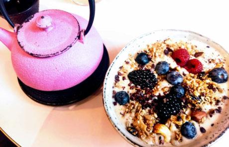 12 Karma Food Porridge mit Beeren Vegan Frühstücken in Wien